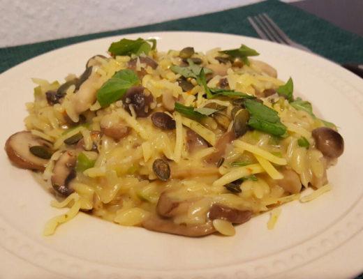Foto: Risotto van orzo met paddenstoelen en kruidenkaas