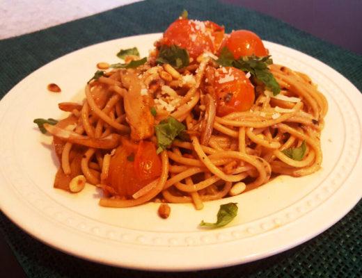 Foto: Spaghetti aglio olio met venkel, grana padano en basilicum