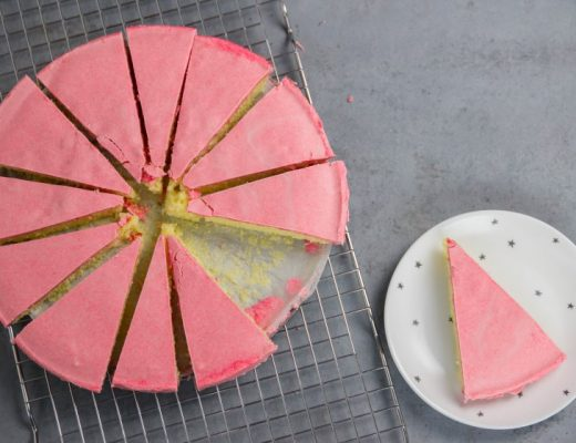 Mega roze koek met een twist