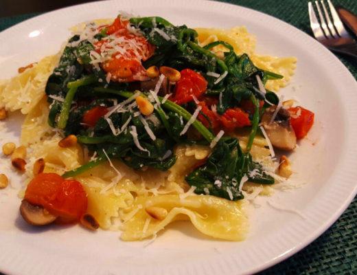 Fot; Pasta met verse spinazie, kastanje champignons & cherrytomaatjes