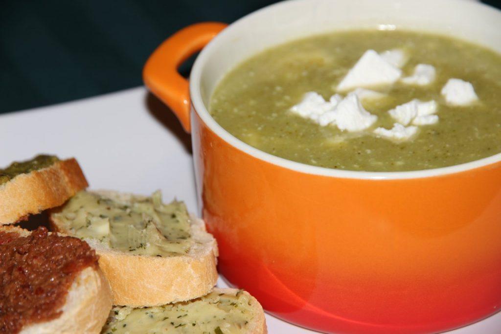 Broccolisoep met geitenkaas | Foodblogswap
