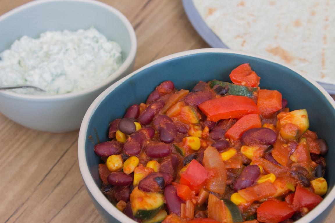 chili sin carne met vegetarisch rul gehackt met kort in de keuken. Black Bedroom Furniture Sets. Home Design Ideas