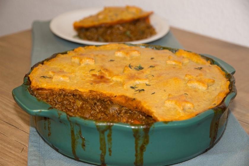 Britse gehakt pie met een dakje van kwarkdeeg naar recept van Jamie Oliver