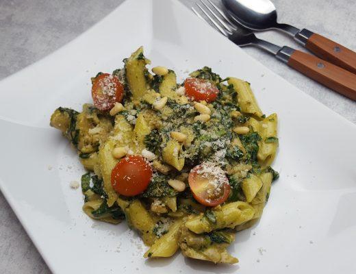 Pasta pesto met spinazie & vega kipstukjes