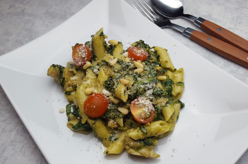 Pasta pesto spinazie met vega kipstukjes | FoodBlogSwap
